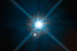 Hubbleův teleskop potvrdil teorii relativity. Znovu a u jiné hvězdy
